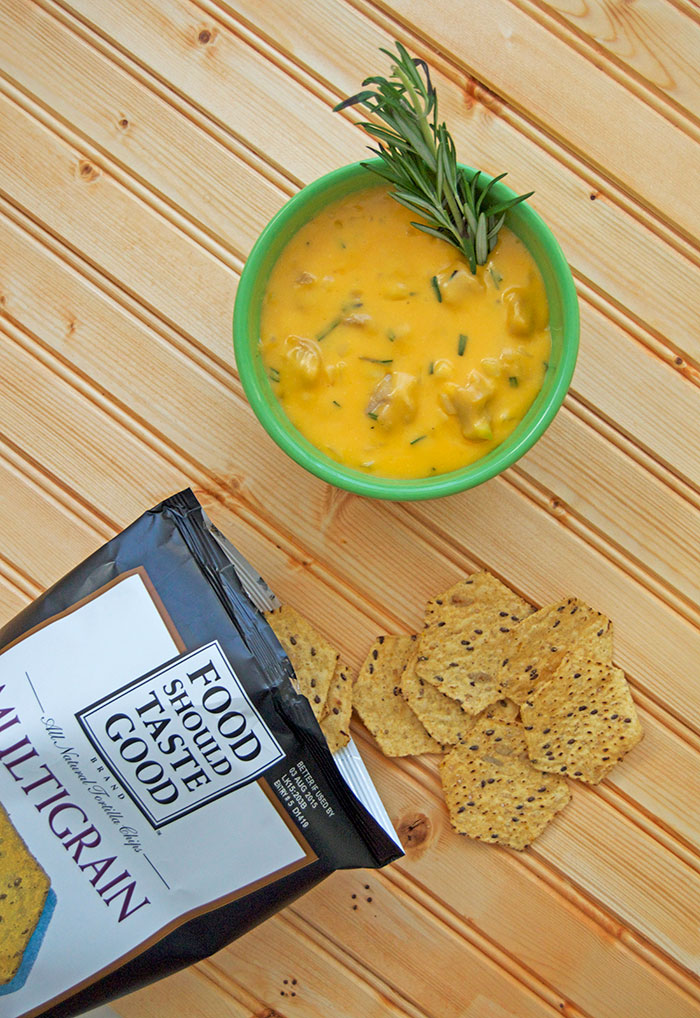 Melted cheese for breakfast? Sign me up! - Rosemary Cheddar Breakfast Sausage Dip | dcgirlinpearls.com