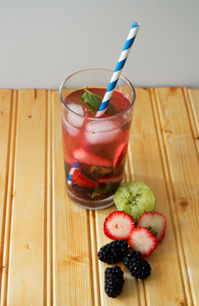 Blackberry + Strawberry Mojitos | dcgirlinpearls.com