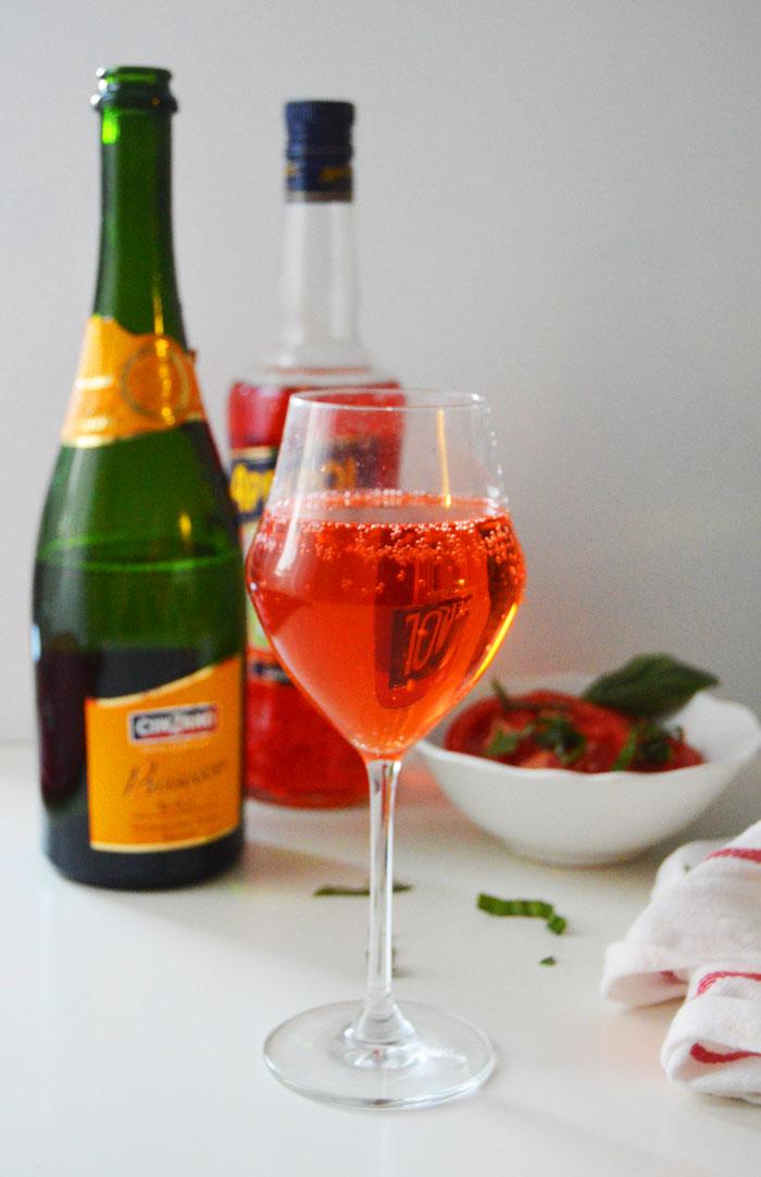 Aperol Spritz, summer's last hurrah! | dcgirlinpearls.com