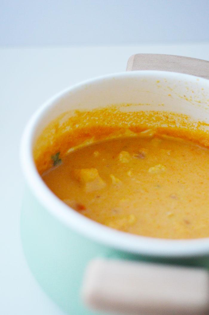 Vegan, gluten-free comfort food at its best - Buffalo Cauliflower Soup! | dcgirlinpearls.com