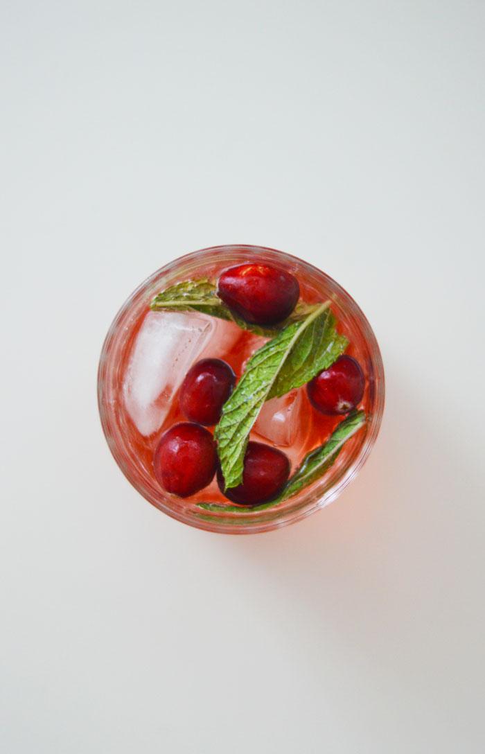 Big Batch Holiday Cocktail: Sparkling Cranberry Rosé Sangria | dcgirlinpearls.com