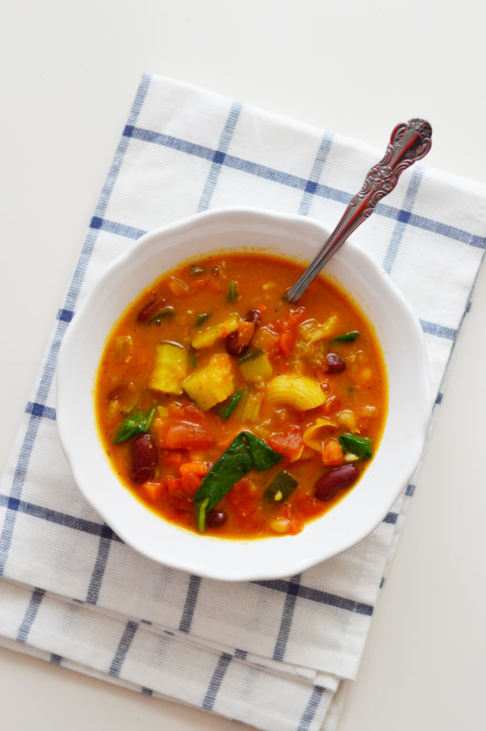 Minestrone soup to keep warm this winter! | dcgirlinpearls.com