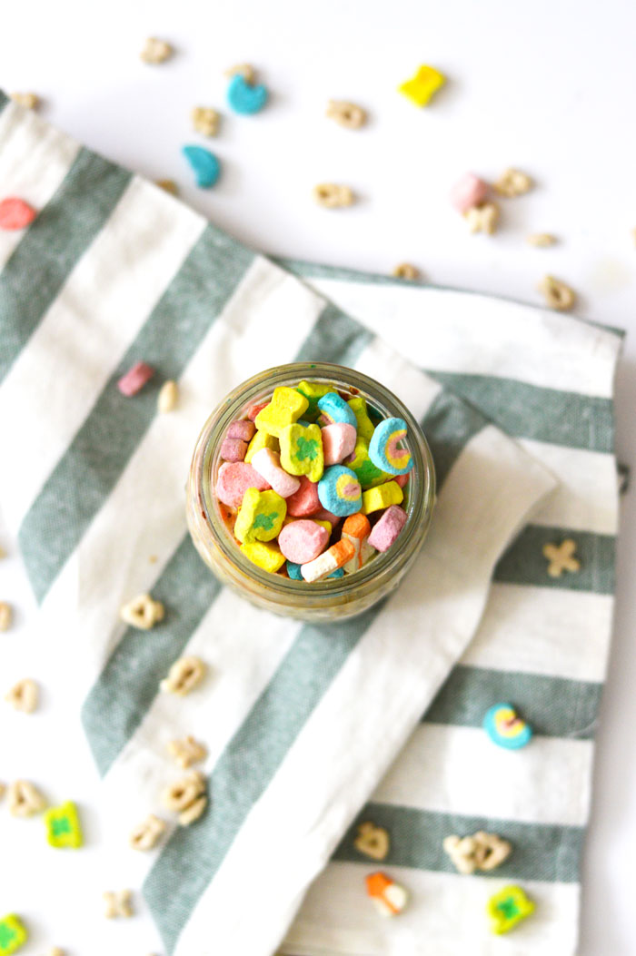 Lucky Charms Cereal Milk Overnight Oats - a grownup take on your childhood favorite! | dcgirlinpearls.com