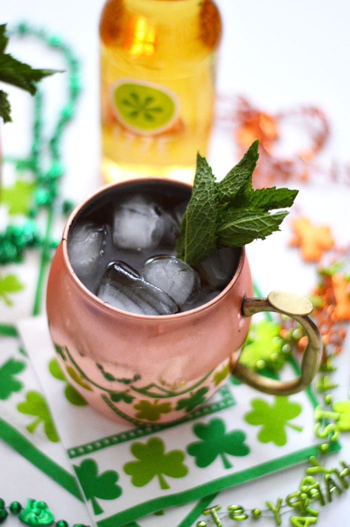Not a green beer lover? No problem! Try out a St. Patrick's Day Moscow Mule with IZZE via @ DC Girl in Pearls | dcgirlinpearls.com