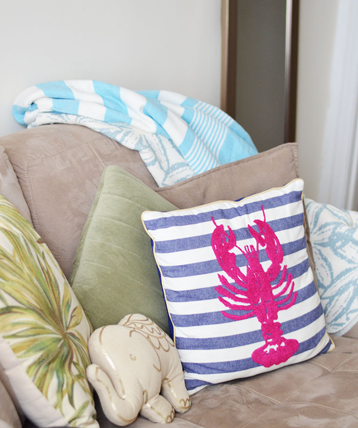 Throw Pillows | @dcgirlinpearls