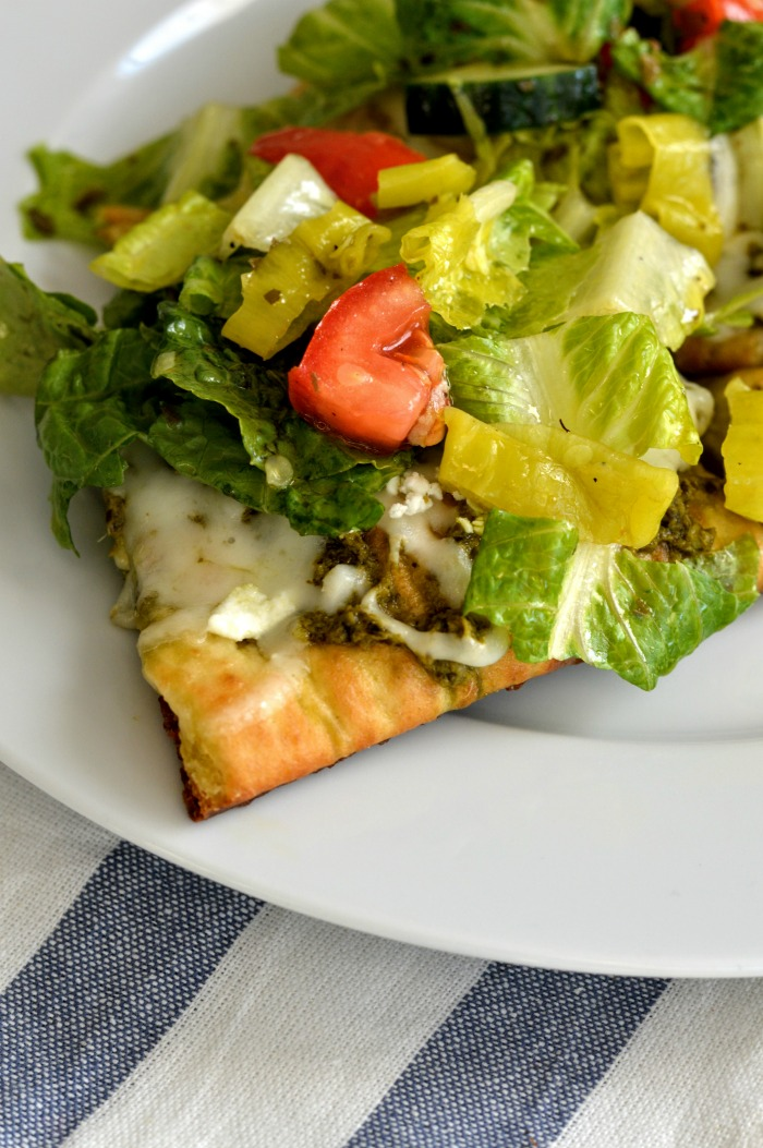Chopped Greek Salad Pizza | @dcgirlinpearls