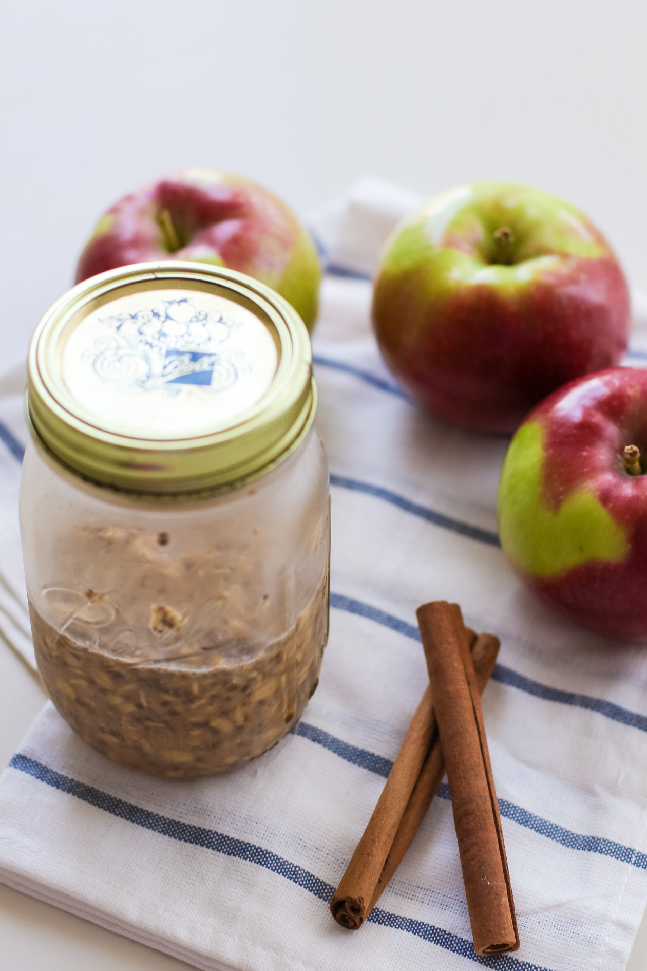Apple Pie Overnight Oats | @dcgirlinpearls