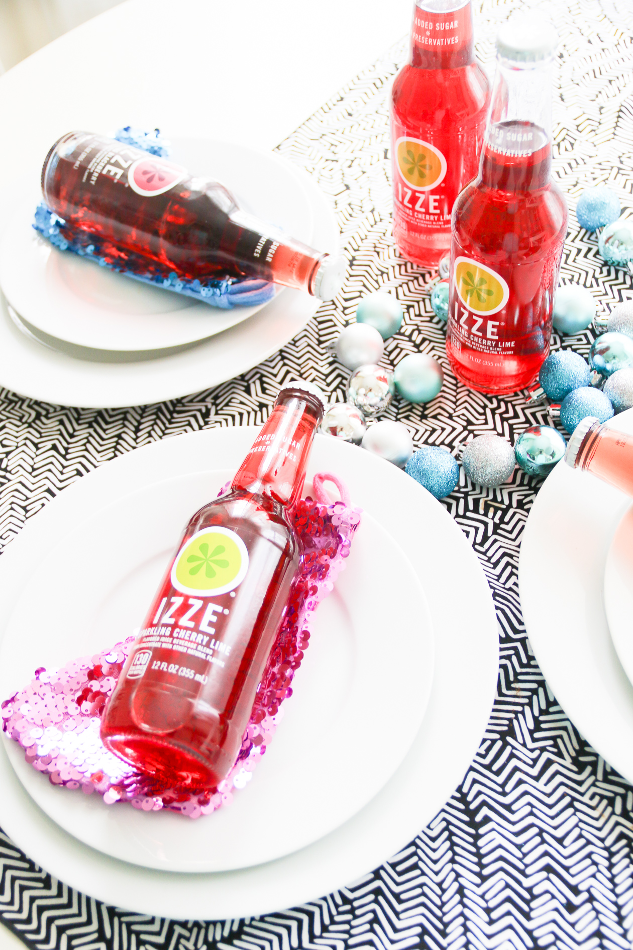 Holiday Tablescape with IZZE | @dcgirlinpearls